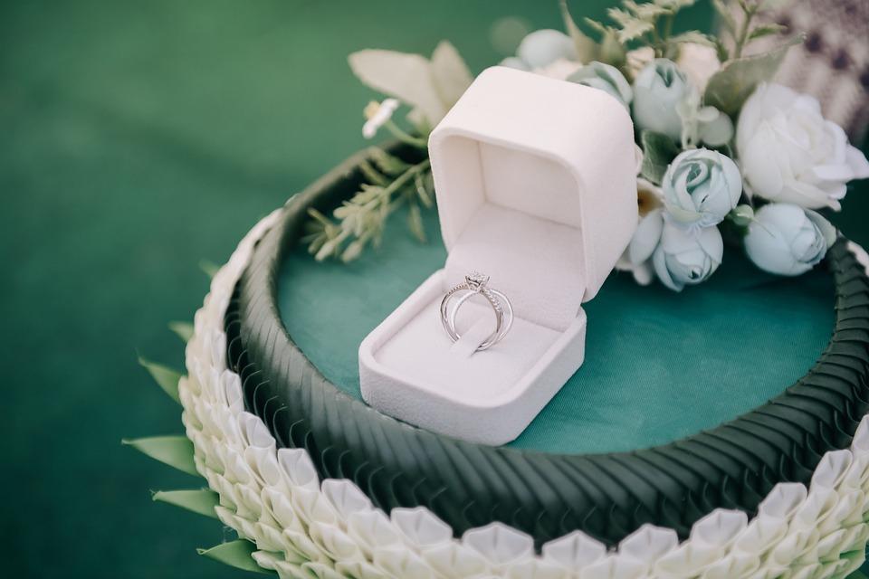princess cut white diamond